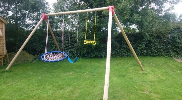 Swings set